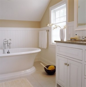 Traditional bathroom in yellow